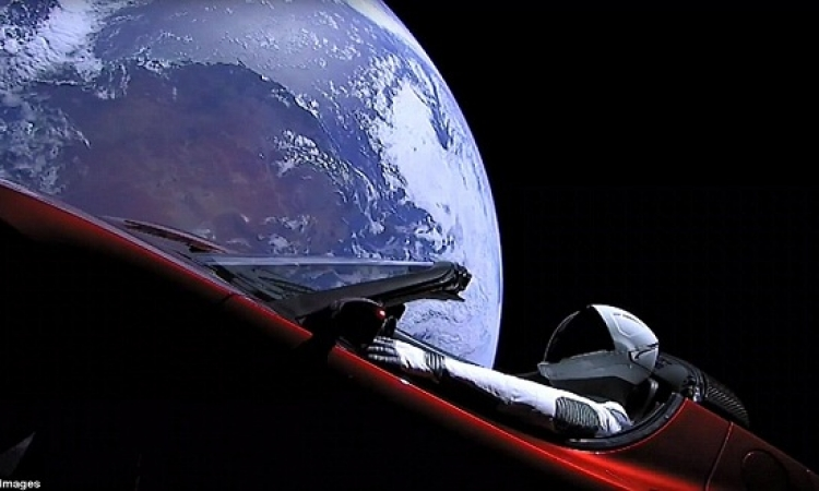 """بالفيديو.. كوكب الأرض من داخل صاروخ """"فالكون هيفى"""" الأقوى بالعالم"""