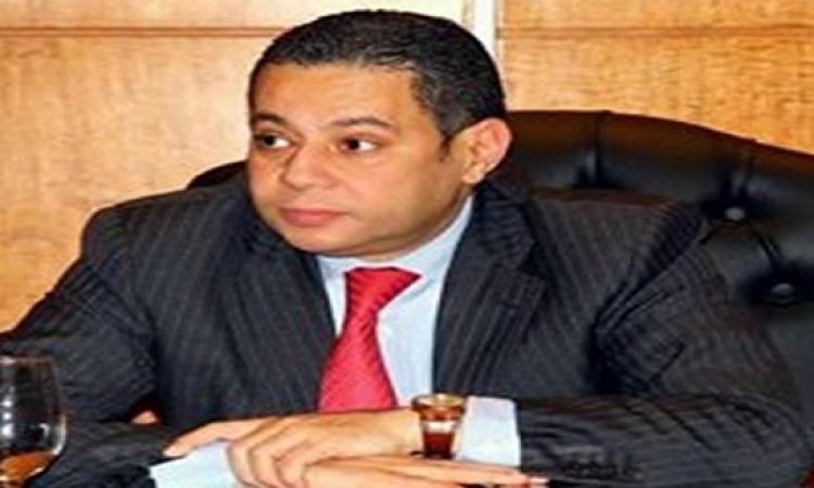 """وزير قطاع الأعمال يناقش تطوير """"القابضة للأدوية"""" ورفع الأسعار"""