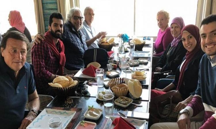 """بالصور.. مانويل جوزيه وزوجته مع عائلة ناجى فى """"عزومة غداء"""""""