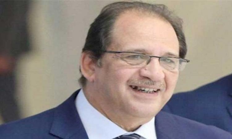 الرئيس البشير يبحث مع اللواء عباس كامل التواصل بين مصر والسودان