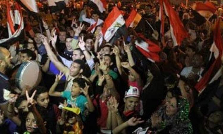 الآلاف يحتفلون بفوز الرئيس السيسى على نغمات الأغانى الوطنية بروكسى
