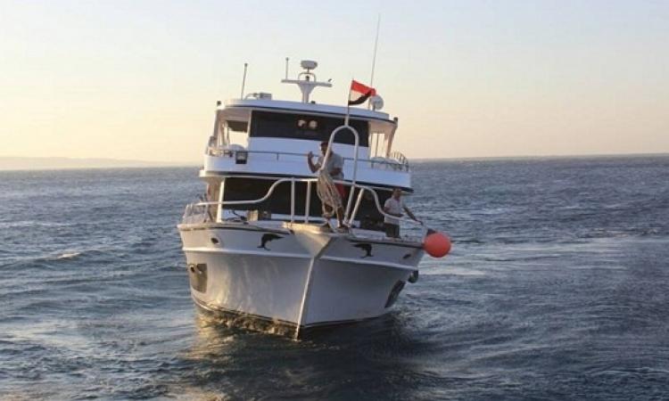 إنقاذ 12 مصريا من الغرق بعد تعطل مركبهم خلال رحلة بحرية جنوب الغردقة