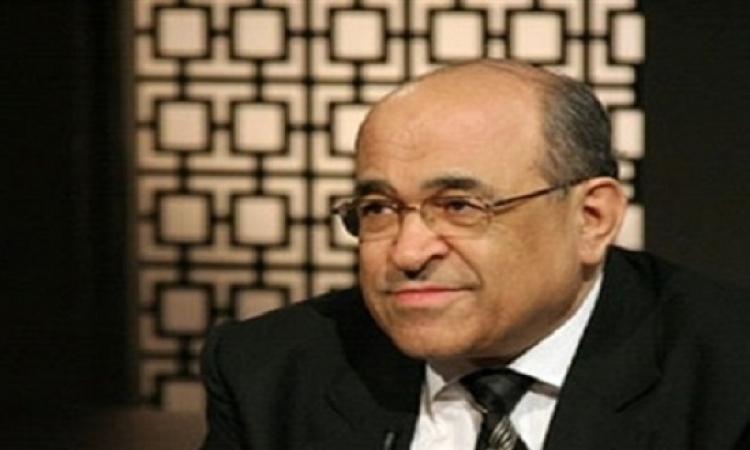 الفقى يهدى الرئيس أول موسوعة تُصدرها مكتبة الإسكندرية