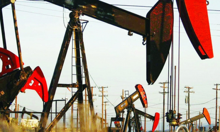 """أسعار البترول العالمية قد تؤدى إلى زيادات """"قاسية"""" في أسعار الوقود المحلية"""