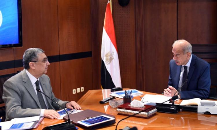 رئيس الوزراء يتابع مع وزير الكهرباء عدداً من ملفات الكهرباء والطاقة