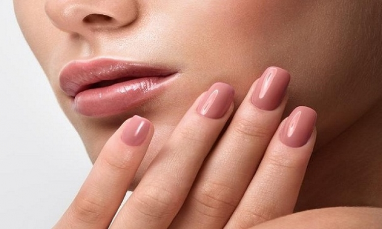 5 خطوات للعناية بالأظافر سواء طبيعية أو الاكريليك