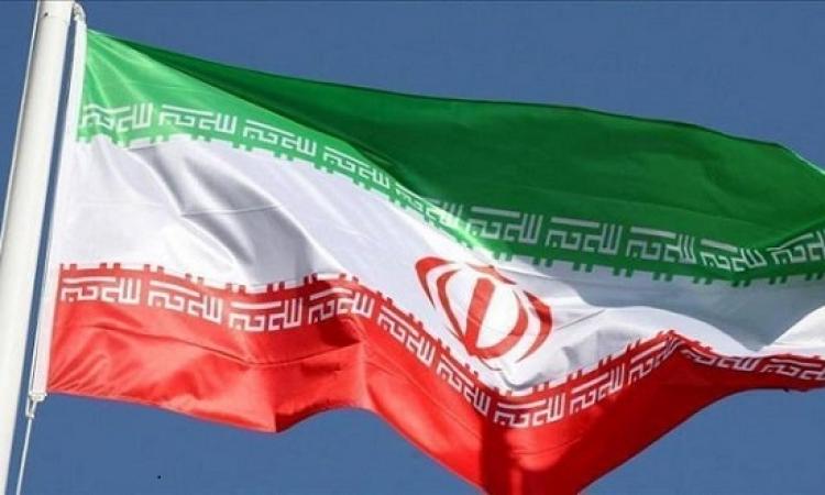 مأزق إيران المزدوج .. انتفاضة في الداخل وعقوبات من الخارج