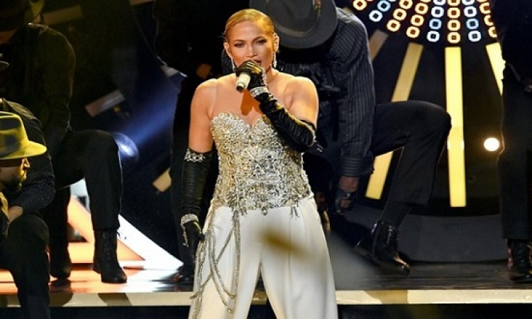 جينيفر لوبيز تفوز بجائزة مايكل جاكسون فانجارد لأفضل أغنية