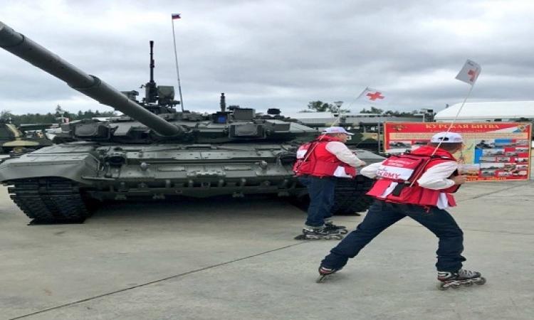 بالفيديو.. انقلاب دبابة أثناء مشاركتها فى العرض العسكرى الروسى