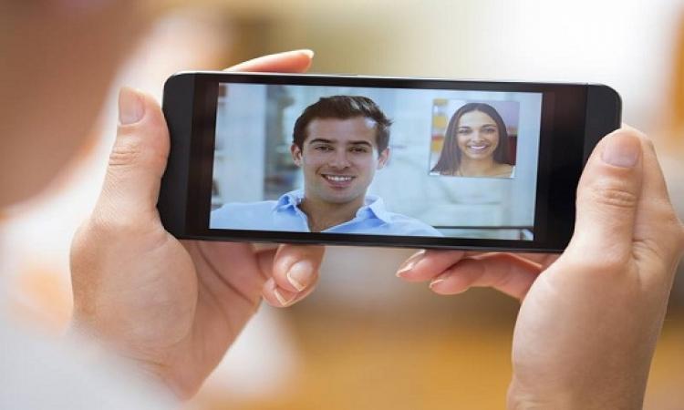 كيفية التواصل مع الزوج المغترب باستمرار