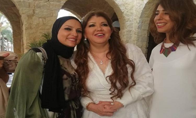 بالفيديو.. الإعلامية دعاء فاروق تحتفل بزواج رولا خرسا