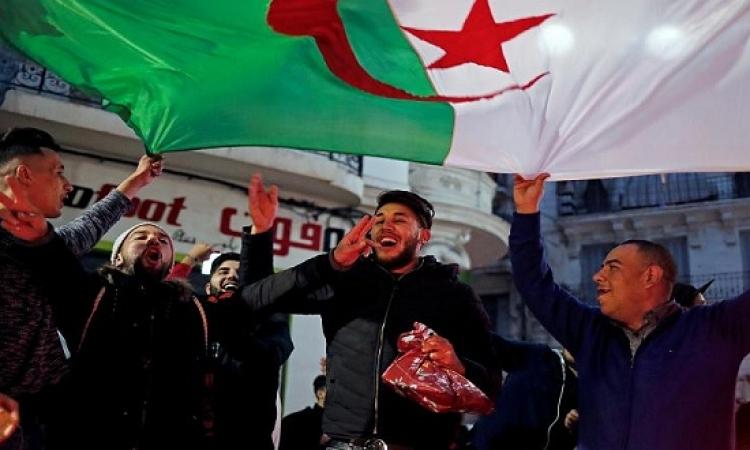 الجزائريون يحتفلون بإعلان بوتفليقة عدم الترشح لولاية خامسة