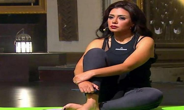 بالصور .. إطلالة جريئة وقوام رشيق .. رانيا يوسف تستعرض عضلاتها فى الجيم