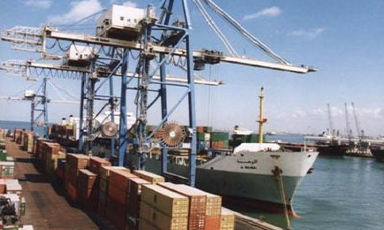 موانئ السويس تستقبل 6500 طن بوتاجاز و50 ألف طن زيوت
