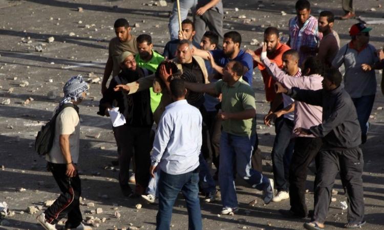 """قوات الأمن تغلق """"مصطفي محمود"""" بالاسلاك الشائكة و تلقي القبض علي 12 اخواني"""