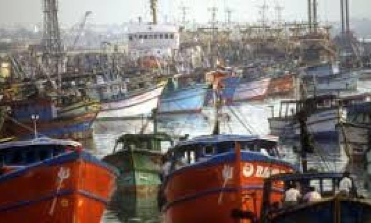 سوء الأحوال الجوية يغلق بوغازوميناء الصيد بالبرلس بكفرالشيخ لليوم الثاني