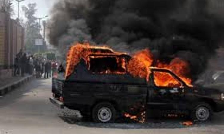 القبض على 11 متهمًا بحرق مركز شرطة اطسا
