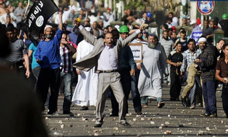 قوات الجيش تفرق مسيرة لطريق الثورة بمصطفى محمود