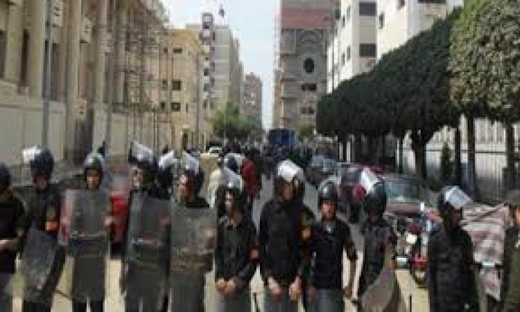 """قوات الأمن تفرق مسيرة """"أرض اللواء """"عقب محاولتها إقتحام كنيسة"""