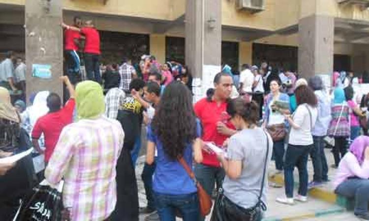 """طلاب""""الإرهابية"""" يحاولون تعطيل الامتحانات بجامعة""""عين شمس""""والأمن يتصدى لهم"""