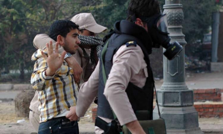 إصابة ضابط شرطة وأمن الفيوم يلقى القبض على 17 من  الإخوان