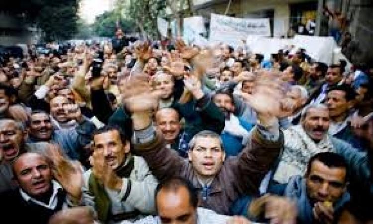 """عمال """" سانتامورا """" : رئيس الشركة لم يحضر جلسة التفاوض بالقوي العاملة ويضغط لفصل 241 عامل"""