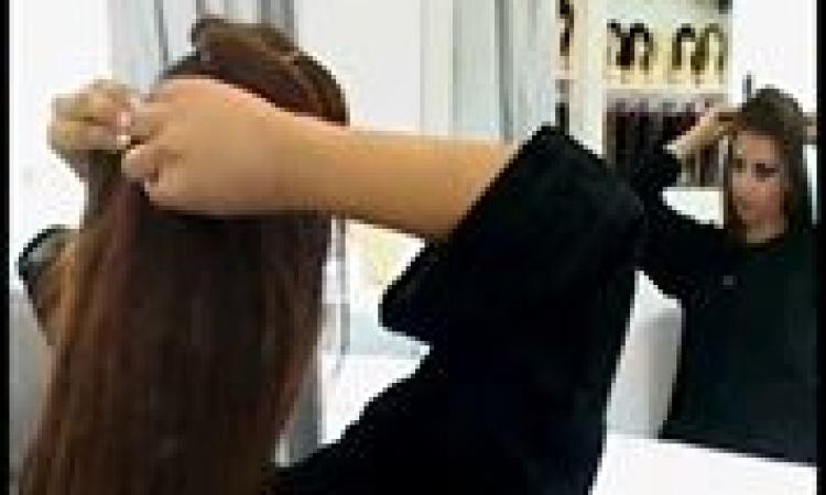 بالفيديو..طريقة وضع خصل الشعر المستعارة