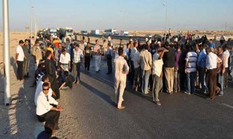 عمال سجاد غزل المحلة يقطعون الطريق للمطالبة بصرف باقى رواتبهم