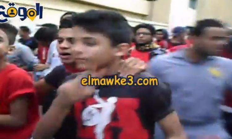 بالفيديو.. توافد الألتراس على النادى الأهلى لإحياء ذكرى أحداث بورسعيد