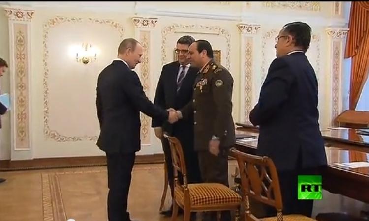 بالفيديو… بوتين يلتقي السيسي ويصف قرار ترشحه بالمسؤول