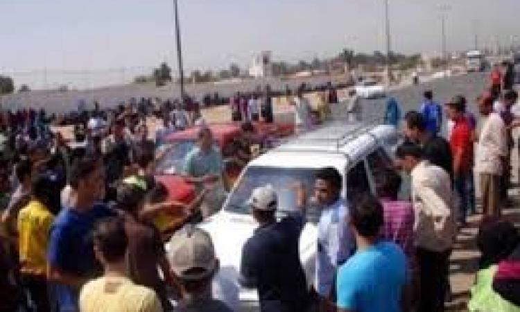 أهالي قرية بالشرقية يقطعون الطريق للإفراج عن 3 من أهالي القرية