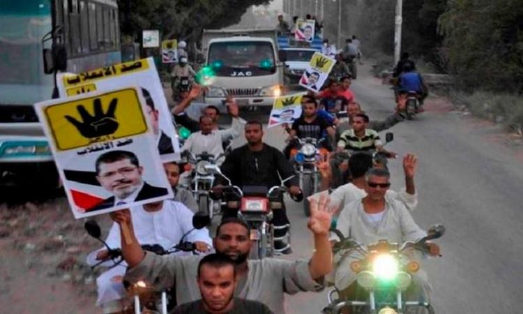 مسيرة الإخوان تعتدى على محال المواطنين بشارع المطراوى