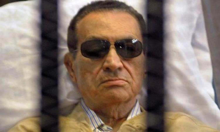 """في ذكرى التنحي .. رحلة """"مبارك"""" من شرم الشيخ إلى طرة حتى الإقامة الجبرية"""