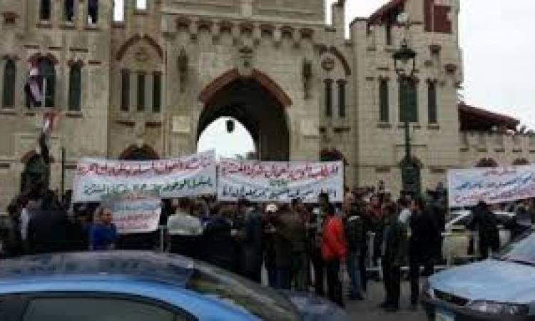 عمال قصر المنتزه يغلقون البوابات لحين إقالة رئيس مجلس الإدارة