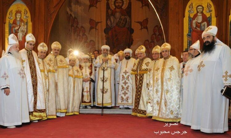 بالصور ..البابا تواضروس يرسم سبعة قساوسة جدد