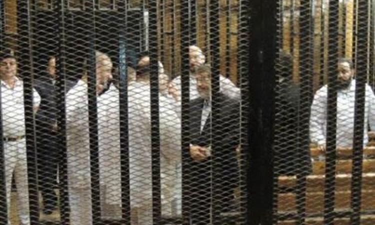 مرسى يطالب الدفاع بالتنحى رفضاً للقفص الزجاجى
