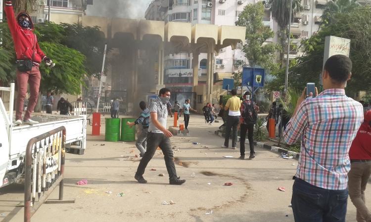 حرب شوارع بين الأهالى والإخوان بمنطقة السيوف بالإسكندرية