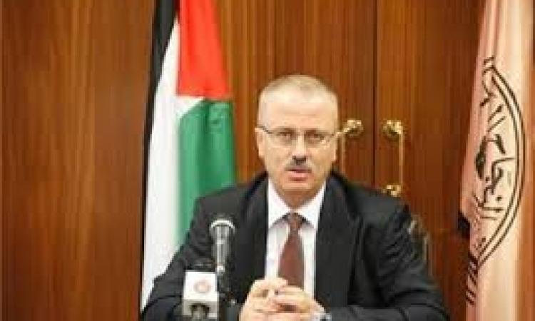 رئيس الوزراء الفلسطيني يودع السفير المصري ياسر عثمان
