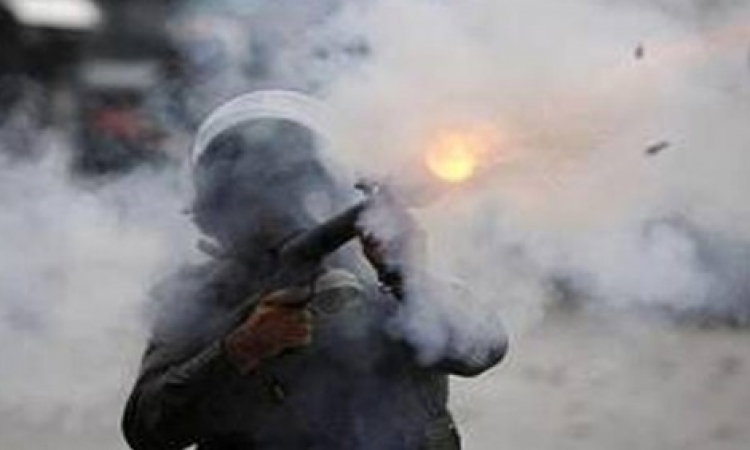 إصابة مجند وإغلاق كوبري الجيزة وإطلاق غازات مسيلة للدموع