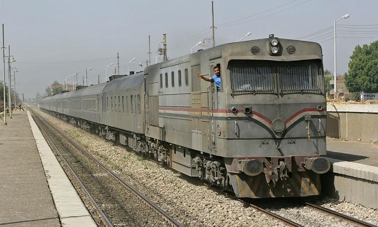 """توقف حركة القطارات بالمنوفية بعد الاشتباه فى """"قنبلة """" على القضبان"""