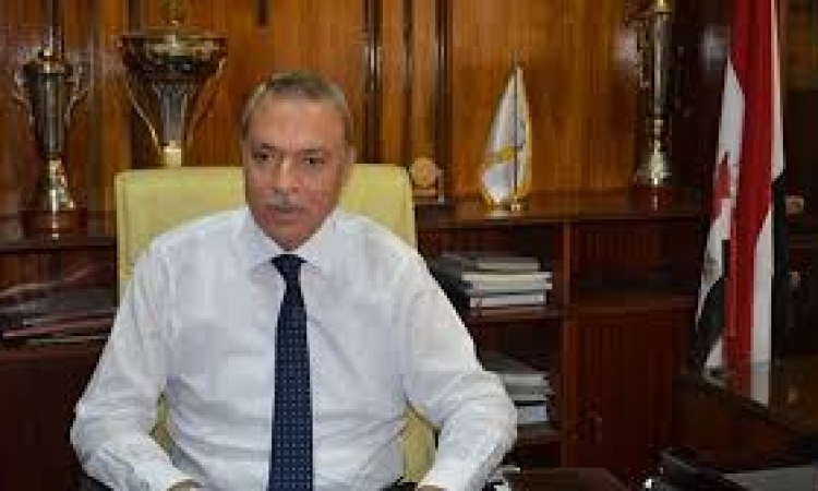 محافظ قنا يعقد اللقاء المفتوح لبحث شكاوى وطلبات المواطنين