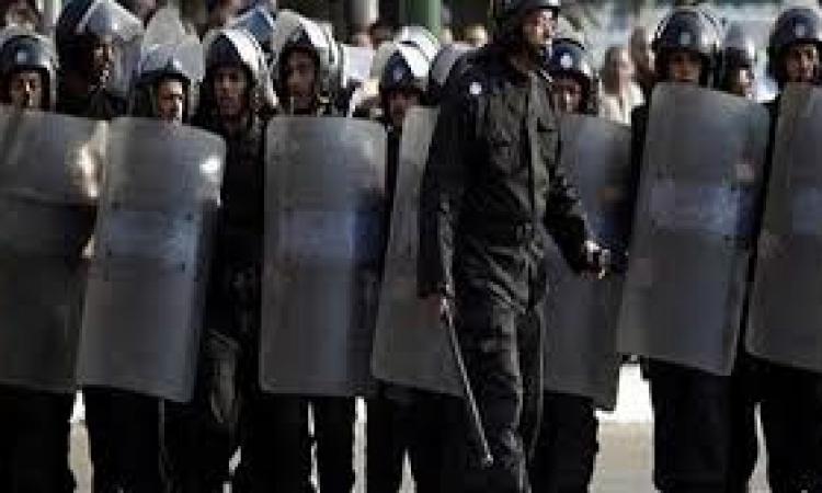 طلاب الإخوان يتظاهرون بجامعة دمياط وسط تكثيف أمني