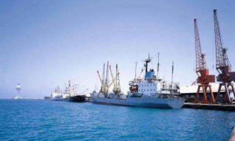 إحباط محاولة تهريب 25 طنا من الألعاب النارية بميناء الإسكندرية