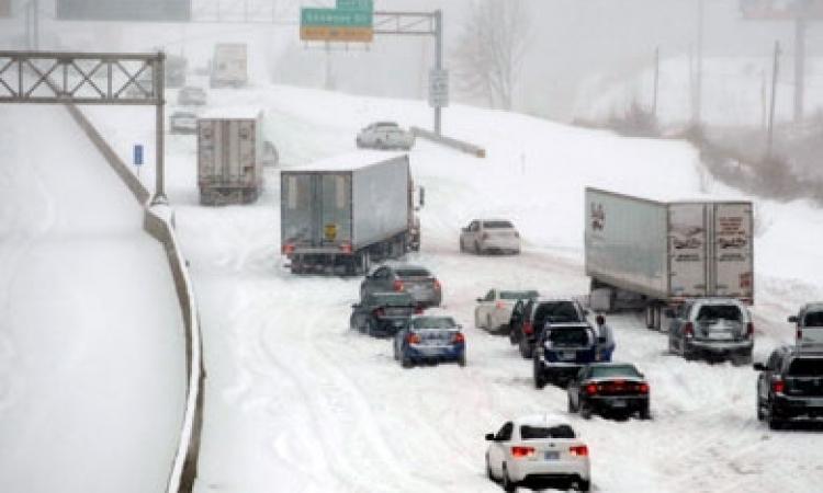 أكثر من 25 قتيلاً في عاصفة ثلجية اجتاحت شرق الولايات المتحدة