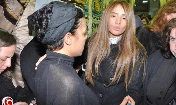 بالصور: الظهور الأول لزينة بعد أزمتها مع أحمد عز