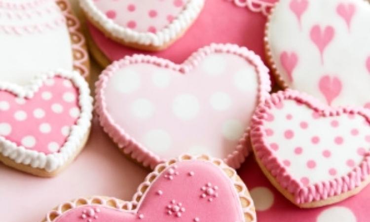 طريقة عمل كوكيز عيد الحب بالمكسرات