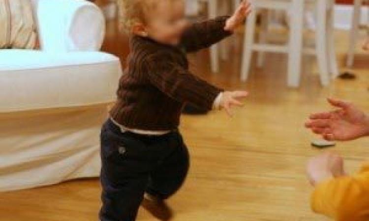 بالفيديو .. أب يرقص مع طفلته