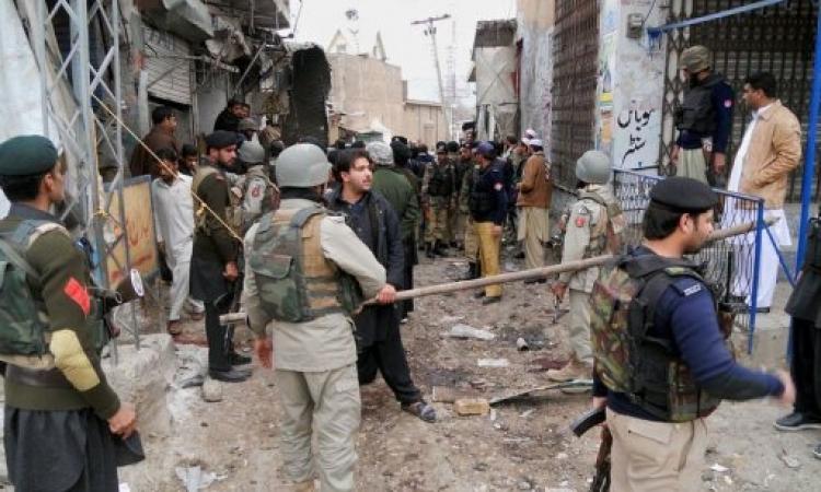 سكاي نيوز : ثمانية قتلى بتفجير انتحاري أمام مسجد فى باكستان