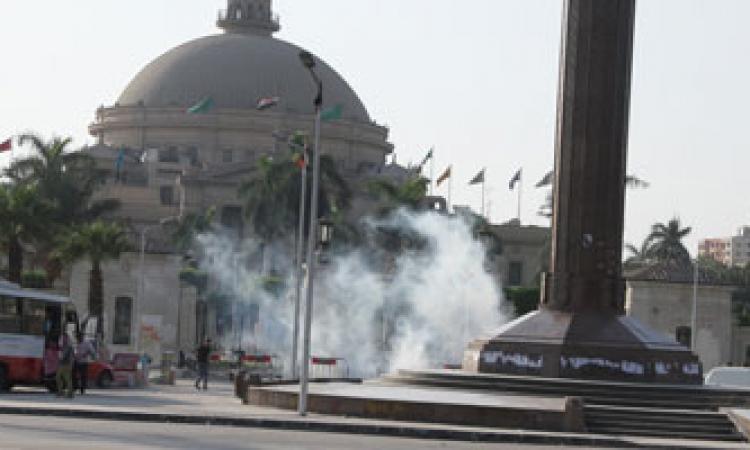 """اشتباكات بين الشرطة و""""الإخوان"""" في محيط جامعة القاهرة"""