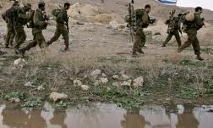 يديعوت أحرونوت : جندي إسرائيلي يدعي محاولة اختطافه بغور الأردن